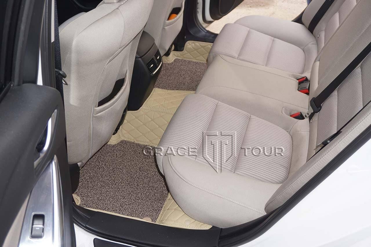 3D коврики из экокожи для Mazda 6. Задние коврики соединены перемычкой, закрывающей колесную арку