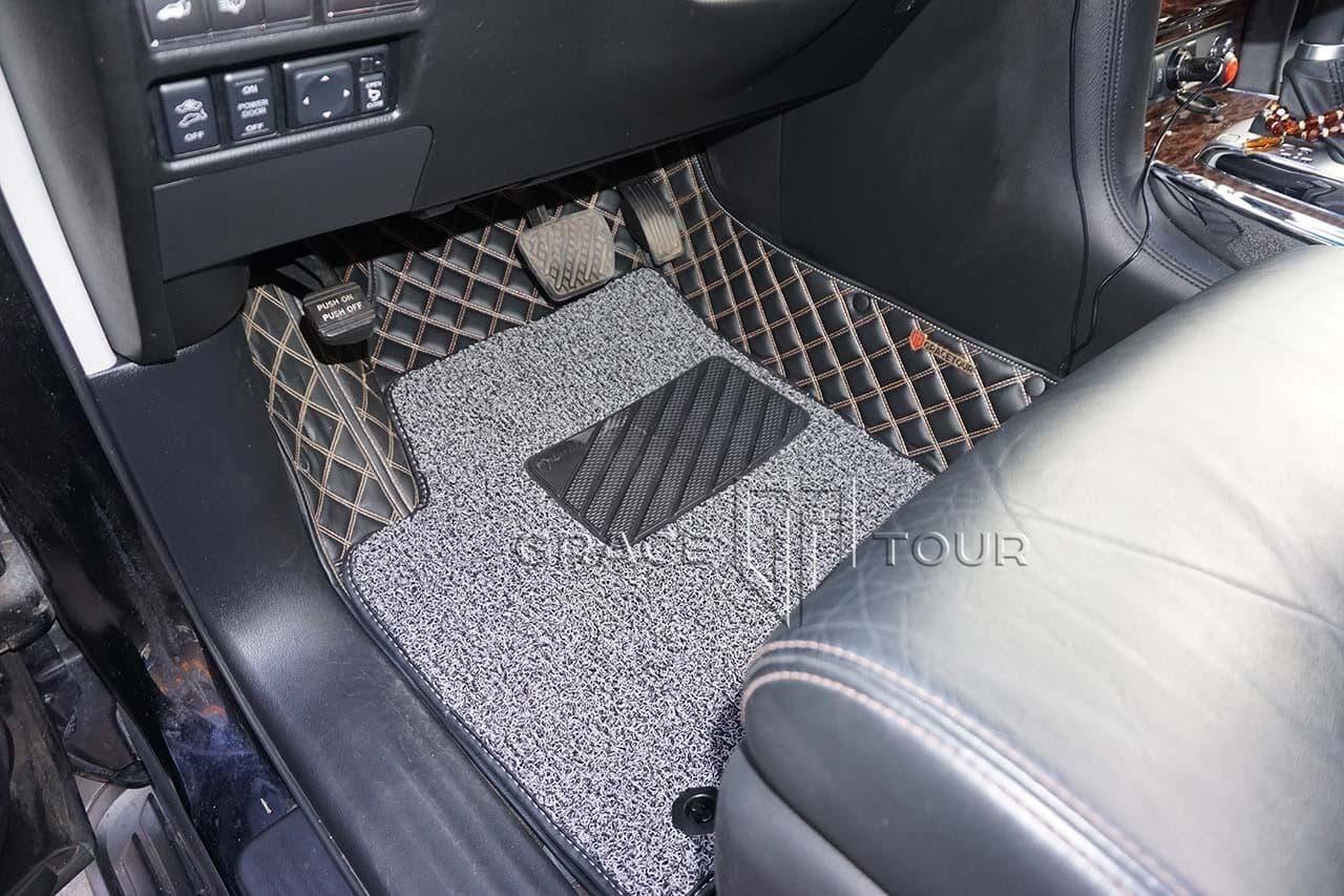 3D коврики из экокожи для Nissan Patrol. Водительский коврик имеет резиновый подпятник