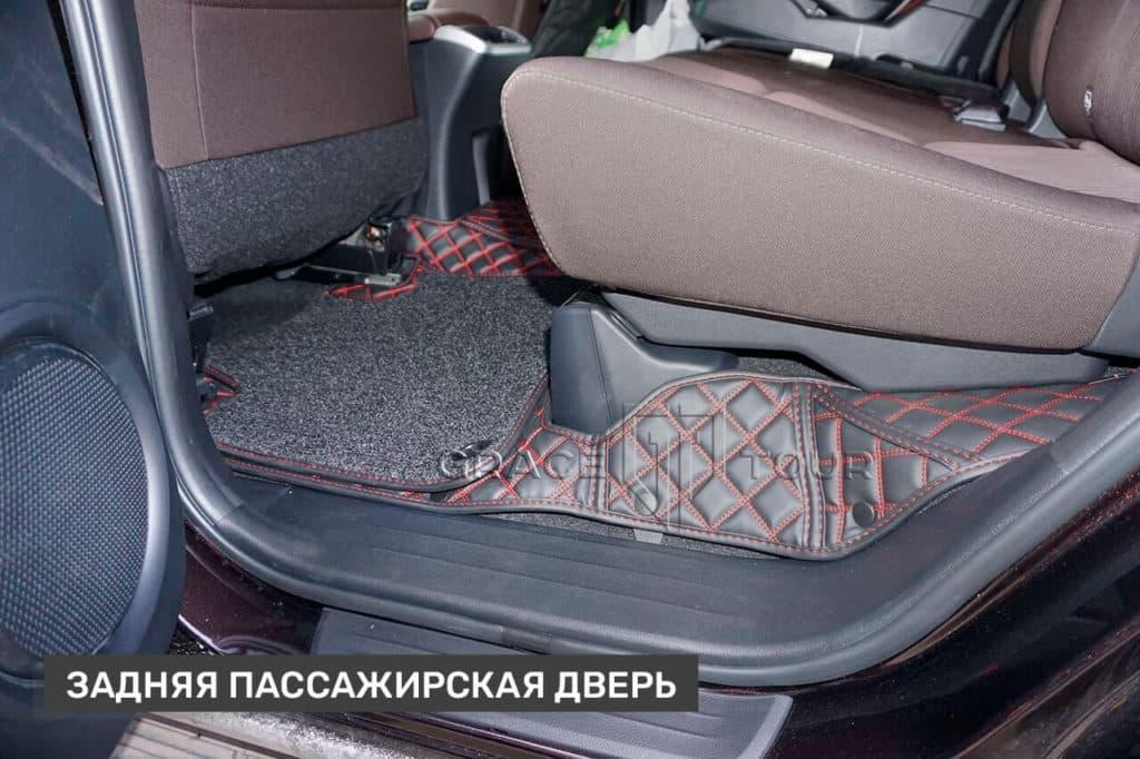 Коврики из экокожи на Toyota Fortuner задние пассажирские
